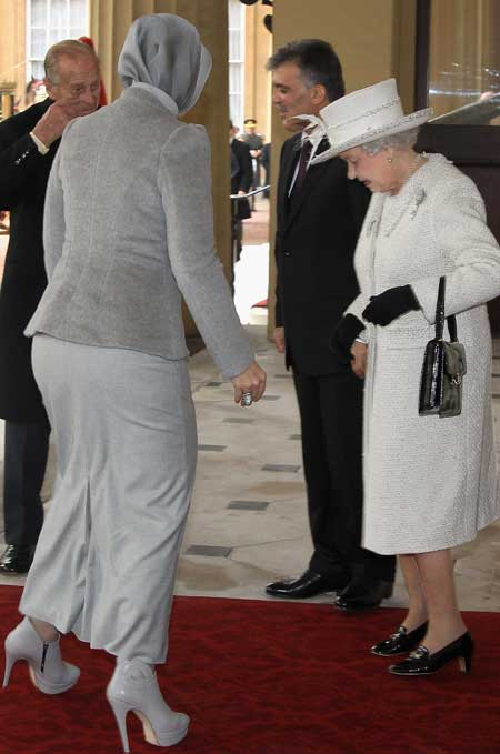 Queen ogles Turkish first lady's shoes - TNT Magazine