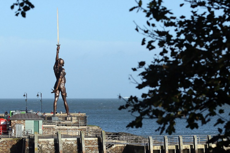 Damien Hirst's Ilfracombe statue Verity draws criticism ...