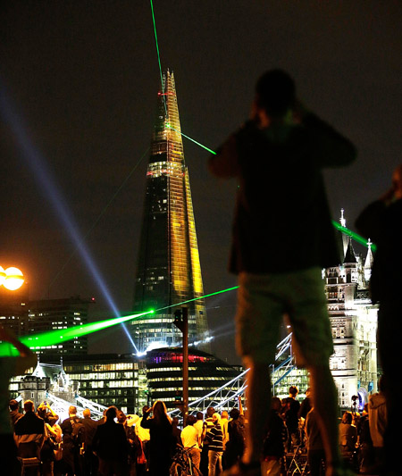The Shard Laser Show Pictures Thousands Turn Out To Watch